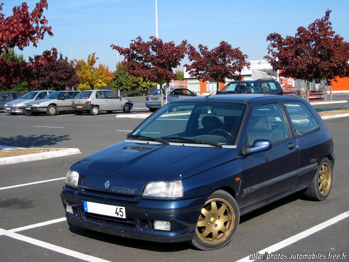 """В 1993 году была выпущена специальная серия хэтчбеков Renault Clio Williams.  Названы они в честь команды  """"Формулы-1 """"..."""